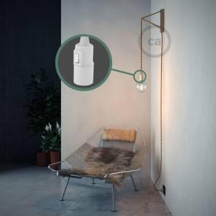 """""""Spostaluce"""", chromuoto metalo šviesos šaltinis su E27 sriegiuotu lempos lizdu, tekstiliniu laidu ir angomis šonuose"""